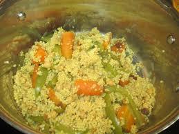 cuisiner un couscous couscous de millet aux carottes poivrons raisins secs et pois