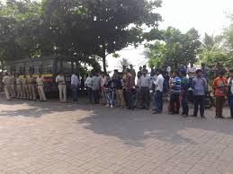 why are they targeting shah rukh alone u0027 say fans waiting outside