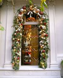 Christmas Window Garland Decorations by 124 Best Christmas Store Windows Images On Pinterest Christmas
