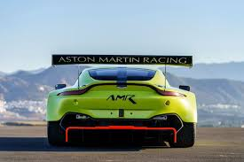 aston martin vantage gte racing car