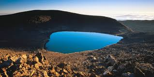 Hawaii lakes images Lake waiau on hawaii is mysteriously disappearing scientists jpg