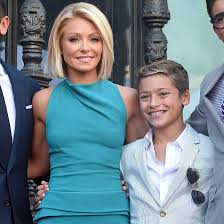 kelly ripper hair style now kelly ripa talking about her son on the late show feb 2017