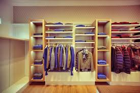 clothes shop small clothes shop interior design ideas store interior shop