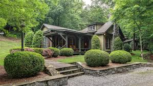 miranda lambert picks up rustic luxe tennessee compound exclusive