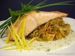 comment cuisiner le pavé de saumon pavé de saumon poêlé émincé d endives à la fourme d ambert péché