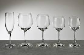 bicchieri bianchi e neri i calici e la musica come costruire uno strumento musicale con