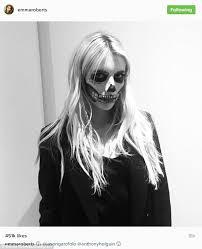 Scream Halloween Costumes Scream Queen Emma Roberts Puts Minute Costume