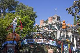 hear how disney does haunted mansion holiday disneyland alumni club