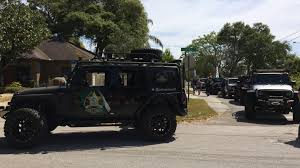 jeep driving away florida sheriff organizes jeep wrangler volunteer squad for search