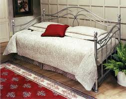 Wood Daybed With Pop Up Trundle Furniture Steel Daybed With Trundle Having Floral Comforter And