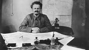 what role did leon trotsky play in the russian revolution
