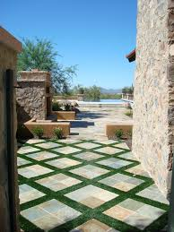 Backyard Stone Ideas by Best 25 Slate Pavers Ideas On Pinterest Stone Walkway Slate