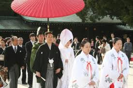 what do japanese brides wear
