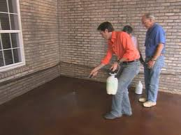 Stain Old Concrete Patio by How To Apply Concrete Stain How Tos Diy