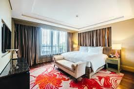 chambre d hotel avec tidy chambre d hôtel avec des rideaux marron télécharger des