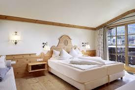 Schlafzimmer Zirbe Hotel Tirolerhof Zirben Suiten