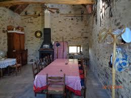 chambre d hote en aveyron la grange piéce à vivre avec terrasse et cuisine pour nos hôtes