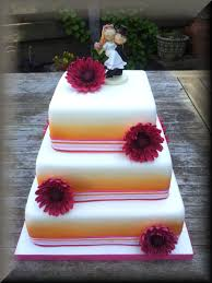 white square weddingcake with orange airbrush and fuchsia gumpase