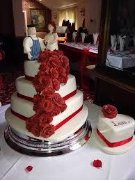 heart wedding cake wedding cake masterpieces wedding trends mag