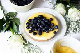 cake with fresh fruit expert tips for fruit decor