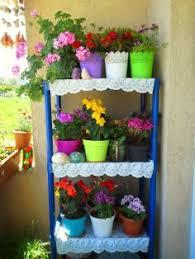 baum fã r balkon çiçeklerle balkon dekorasyonu çiçek raf ünitesi balcony with