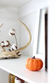 fall home decor entryway shelves 2 bees in a pod