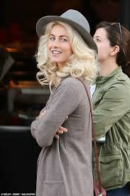 how does julienne hough style her hair julianne hough gets to work on set of her new movie daily mail