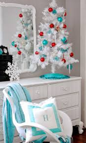 the yellow cape cod teen christmas room