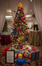 themed tree decorations living room