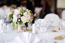 composition florale mariage composition florale mariage en 20 idées qui respirent la fraîcheur