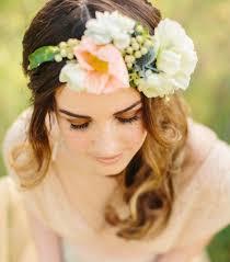 fleurs cheveux mariage couronne de fleurs cheveux pour une mariée romantique