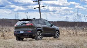 jeep trailhawk lifted comparison 2016 jeep wrangler vs 2016 jeep cherokee