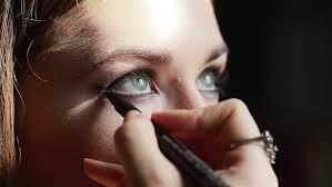 Professional Makeup Artist Lighting Professional Makeup Artist Lining Inner Eye Rim Working In
