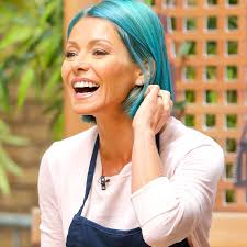 kelly ripper hair style now kelly ripa ditches her pink hair dyes tresses bright blue shade pics