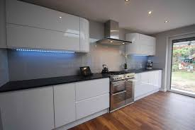 White Gloss Kitchen Cabinets by White Gloss Kitchens Black Worktops Deductour Com