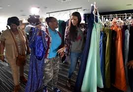atlanta teens get dresses makeovers for prom