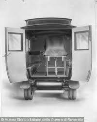 porte aperte auto auto ambulanza su telaio fiat 15 ter mod b vista posteriore
