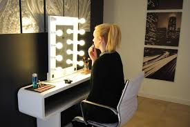 Small Makeup Desk Make A Vanity Makeup Desk With Lights All Home Ideas And Decor