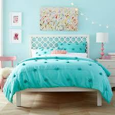 Modern White Headboard by Best 25 White Queen Bed Ideas On Pinterest Caladium Garden