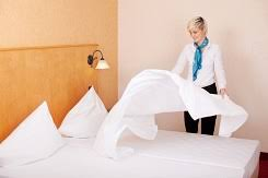 how to make beds like they do at a hotel housekeeping