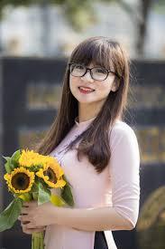 Frisur Lange Haare Pony Brille by Kostenlose Foto Pflanze Mädchen Blume Frühling Gelb Dame