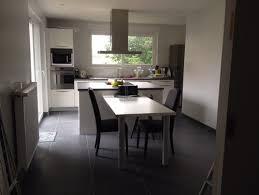 cuisine blanche sol noir quelle couleur de mur pour cuisine blanche avec sol gris