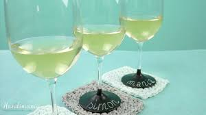 how to personalize a wine glass how to make personalized chalkboard wine glasses