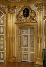 chambre louis 14 porte menant à la chambre à coucher de louis xiv château de