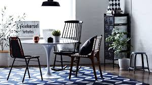 decor items that instantly cheapen a home for sale