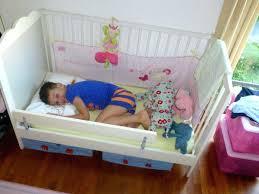 chambre garcon 2 ans lit garaon 2 ans qui dit 2 ans dit lit de grande fille lit