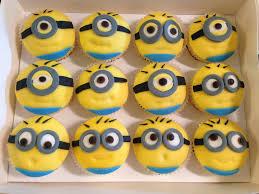 minion cupcake cake minion cupcakes doris corner a bit of everything