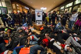 black friday shootings st louis area mall closes on black friday as ferguson protests