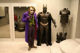 amazing life size heath ledger joker statue stuff the geek twins
