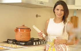 femme qui cuisine tefi russo une femme qui nous motive à cuisiner